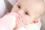 Cumisüveggel könnyebb túletetni a babát?