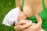Nyilvánosan szoptatni: miért bűn?