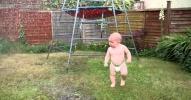 Napi cukiság: Jákob baba és a kerti locsoló