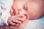 Videó: milyen az élet egy újszülöttel?