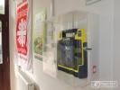 Életmentő defibrillátor a Szent Ferenc Kórház bejáratánál