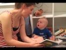 Napi cukiság: így reagált a baba, amikor vége lett a mesének